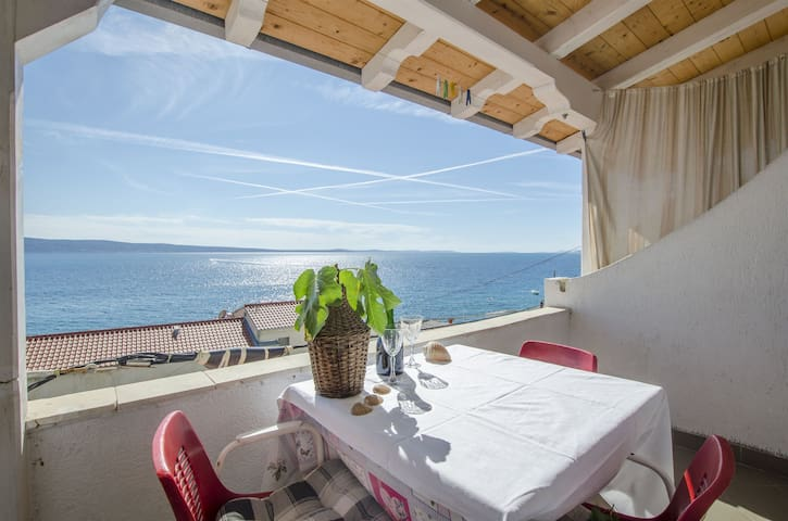 Two Bedroom Apartment, 50m from city center, beachfront in Sumpetar (Omis), Balcony