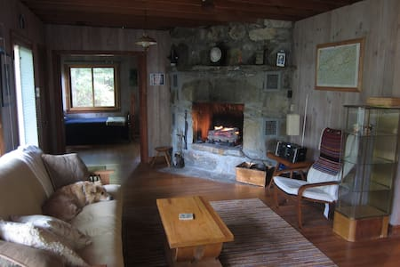 Darling cottage at Lake Hosea - Saluda