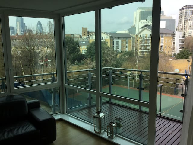 Luxury apartment in Wapping nr  Tower Hill 2nd bed - London