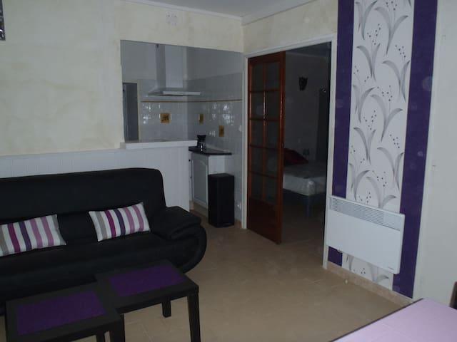 CHARMING APARTMENT HEART OF VILLAGE - Marseillan - Lägenhet