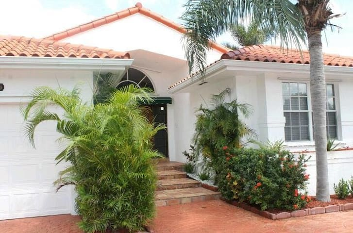 Surfside Beauty vacational house for a big family!