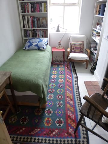 Artist's home with peacful single room