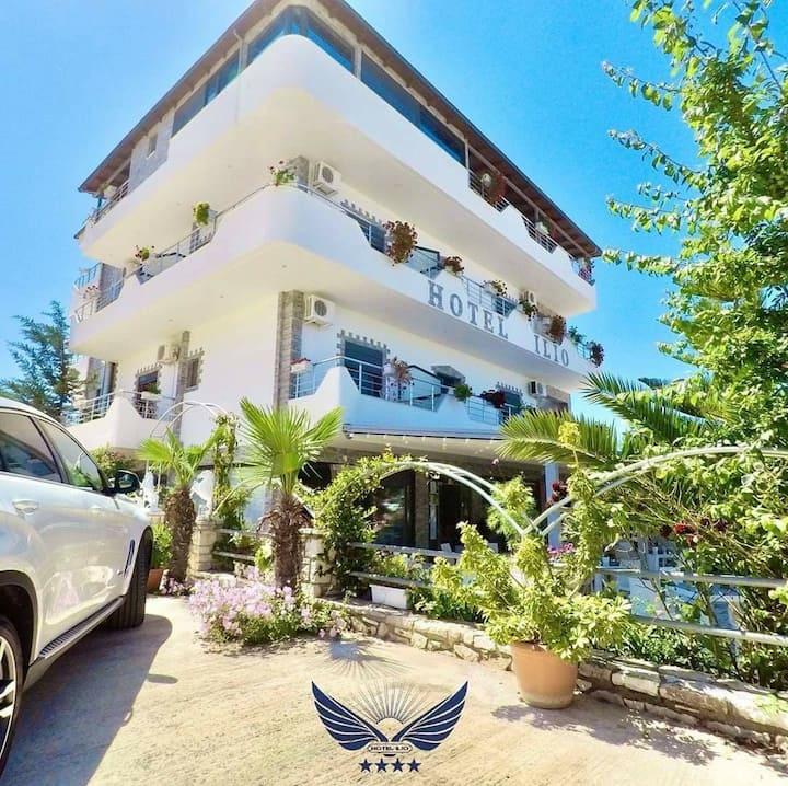 Hotel Ilio/Apartment with balcony