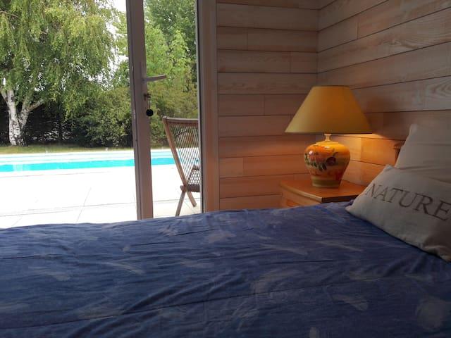 Chambre Paradis climatisée avec piscine.
