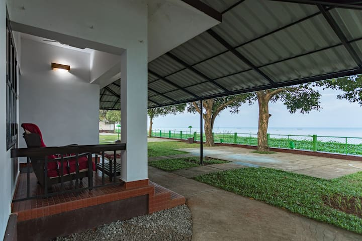 3 Lakefacing AC Cottages For 6 Adults in Kumarakom