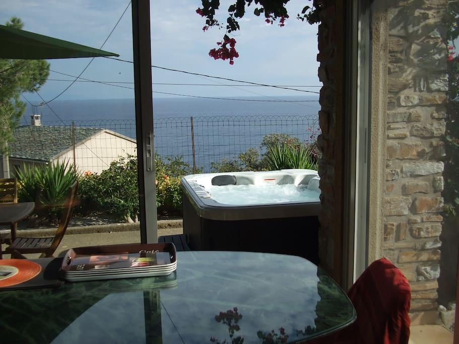 Rez de jardin vue mer jacuzzi 3p piscine privee houses for Jardin 3p