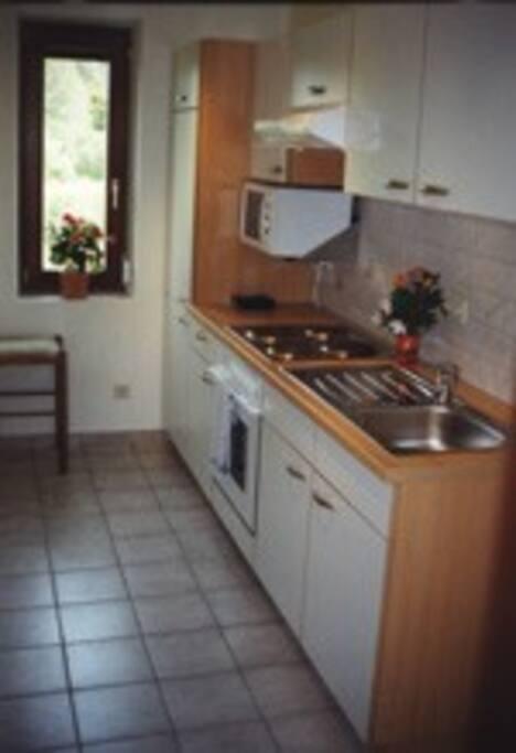 vollständig ausgestattete Küche