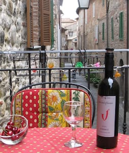 Authentic hilltop townhouse near Orvieto-sleeps 6 - San Fele - ทาวน์เฮาส์