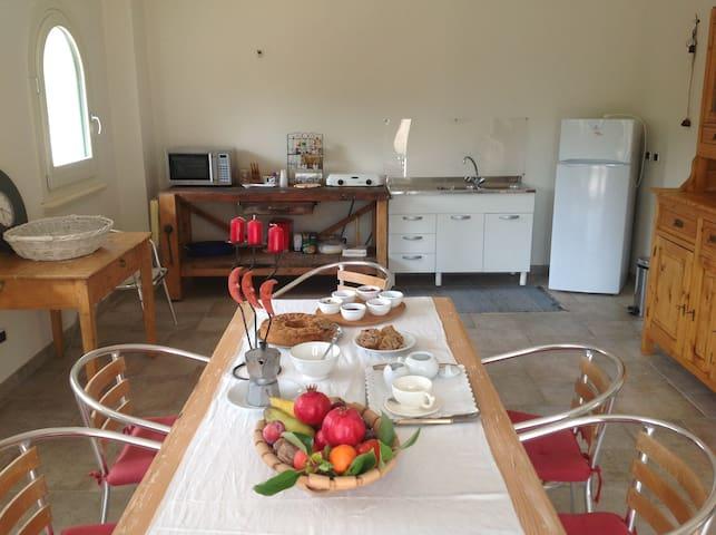 BnB Il Giardino-Chiara room - Carmiano - Oda + Kahvaltı