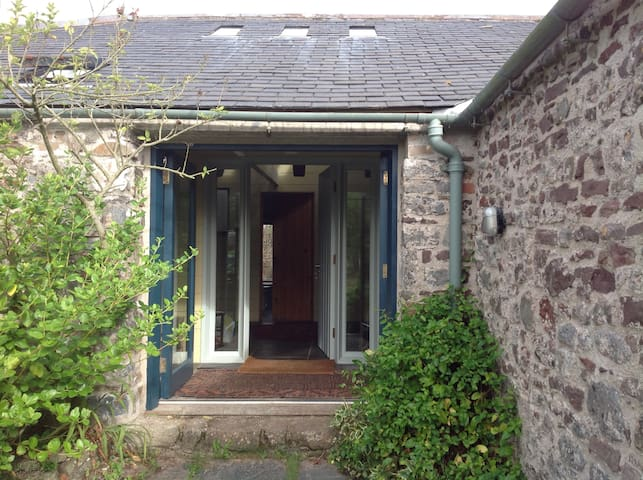 Barafundle Barns (sleeps 16 max) - Stackpole - Hus