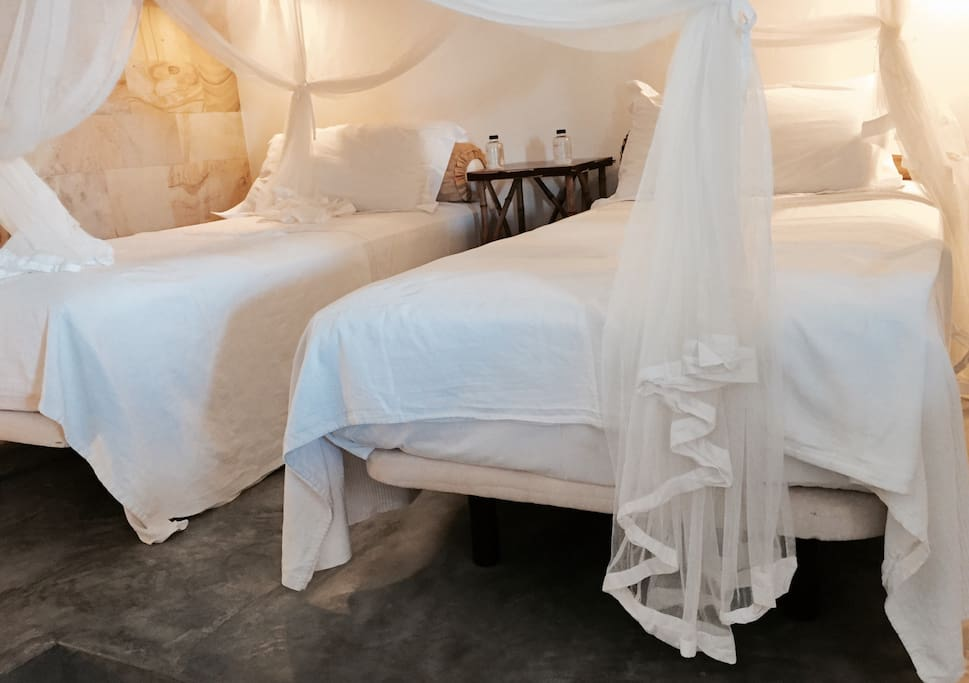The Coco Room: Twin beds in this beautiful bright room. Delicate. White. Simplistic. And with a view to the poolside. Private bathroom and tea kitchen. Pure Luxury..