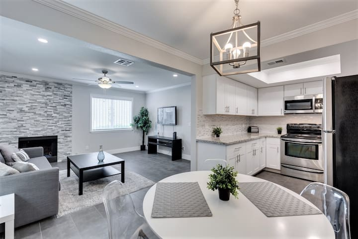 Newly Remodeled Condo - Close to Strip & UNLV