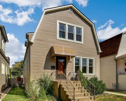 Charming Portage Park Roost Private 2 bed 1 bath