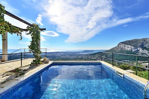 Rustic house near Split with unique view and pool
