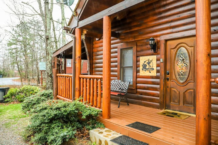 The Colibri Cabin: Hot Tub, games, GREAT Location!