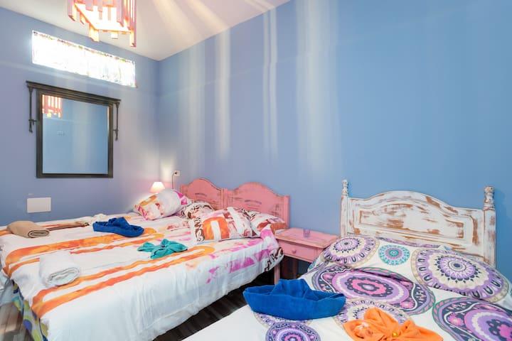 CMTA Big triple room with shared bathroom - Granadilla - Bed & Breakfast