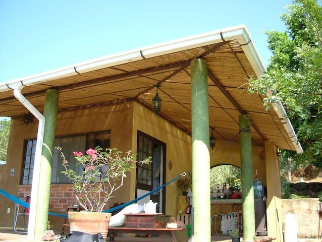 Preciosa casita  en terreno boscoso - Tepoztlán - Cabana
