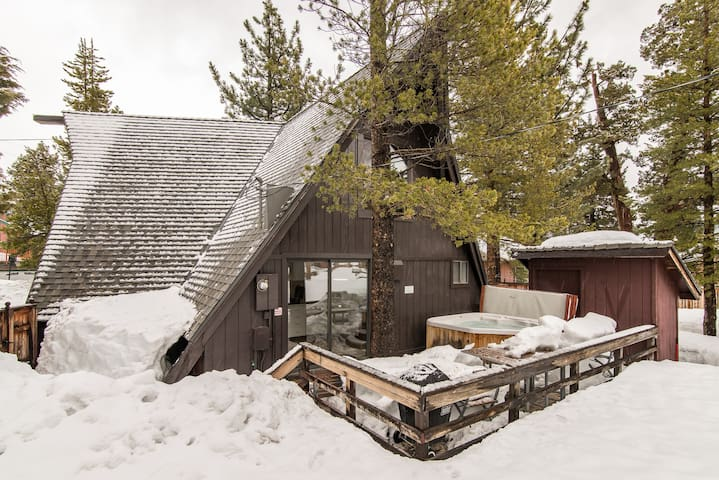 S. Lake Tahoe Home w/Hot Tub & Yard