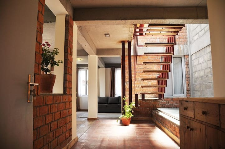 Awesome modern duplex flat U.N Park - top floor - Patan - Apartment