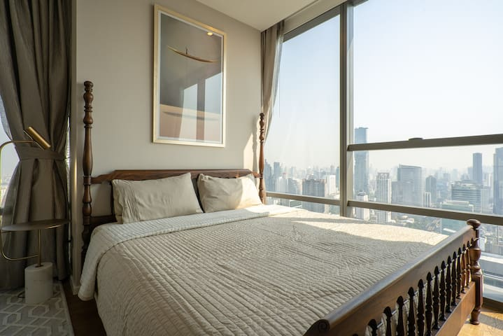 Spacious & Cosy 2bed2bath in The Bangkok Sathon 2-minutes from Surasak BTS