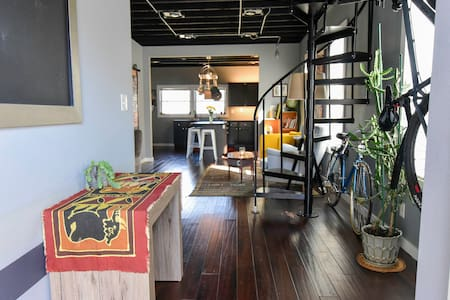 Eclectic Riverwest Meets Modern Home! - มิลวอกี้ - บ้าน