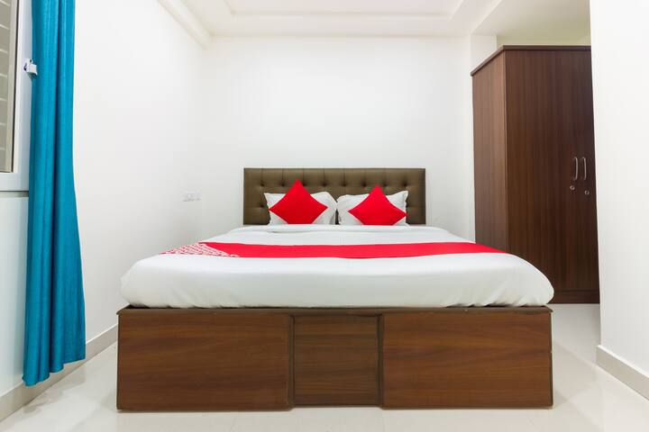 OYO SMART Well-Furnished Hotel in Hyderabad