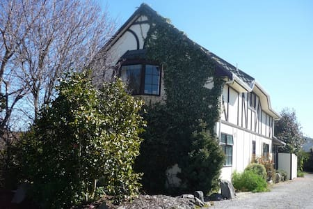 Ivy Cottage (2) - Taupo - Bed & Breakfast