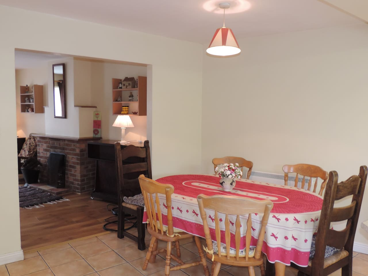 Centre of Killarney, Spacious House with Garden