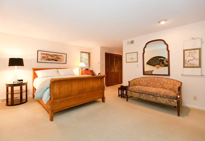 Master Bedroom and Spa Bath, near City & Colleges