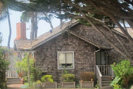 COZY CASPAR COTTAGE WITH OCEAN VIEW - Mendocino - Hus