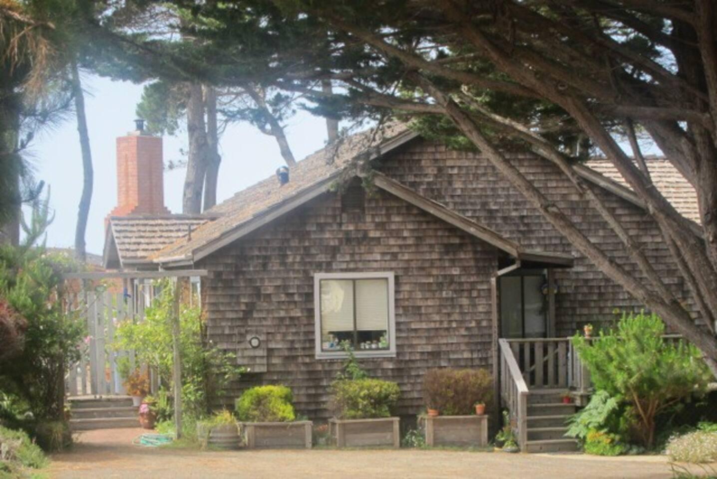 Cozy Caspar Cottage entrance and parking.