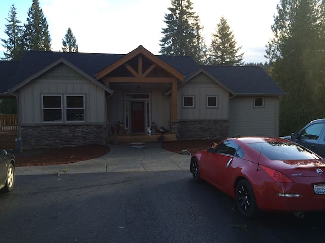 Beautiful 3500 sq ft Home on the Lewis River - Woodland - Andre