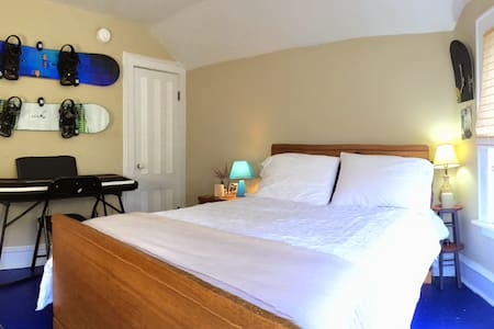 Sunny Guest Room Near Downtown - Burlington
