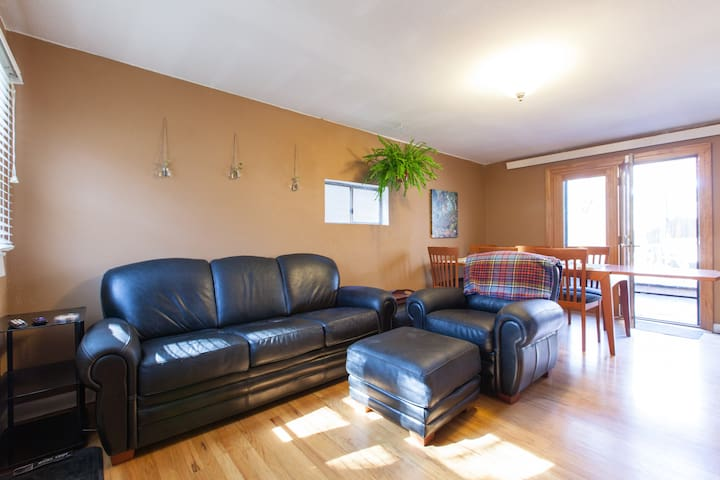 Spacious 2 BR in Gorgeous Park Hill
