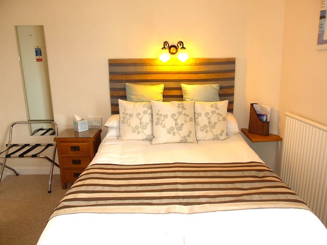 Double Bedded room ensuite No 1 - The Mumbles - Pousada
