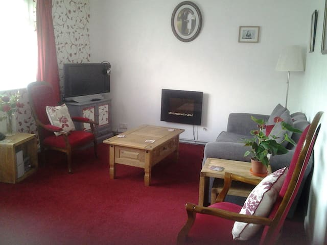 Spacious1BD GF flat Fareham/Parking Wifi sleeps 5