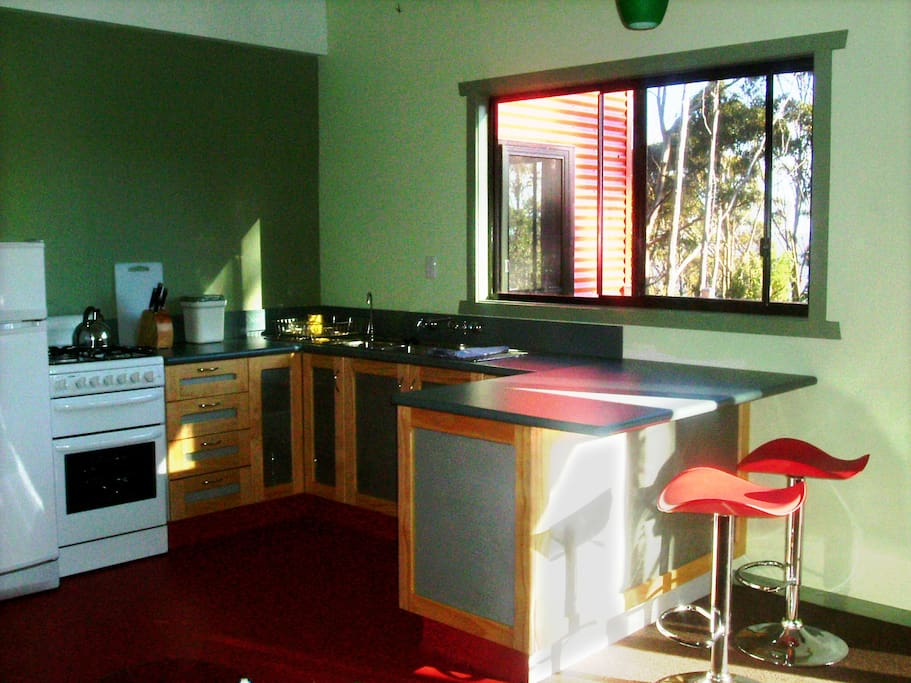 Clifftop two bedroom cabin kitchen