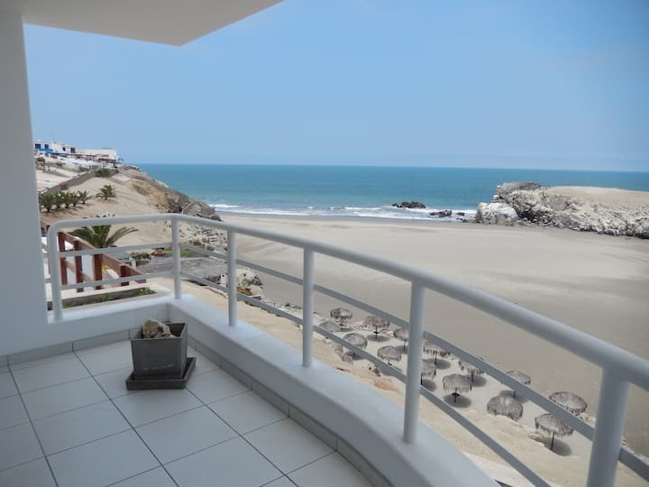 Sea view apartment in Puerto Fiel - Lima