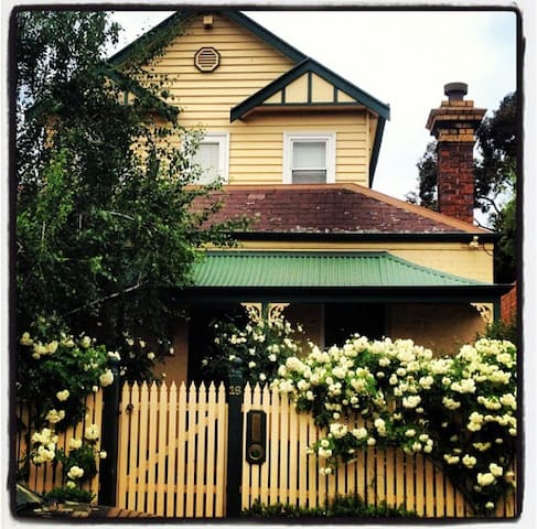 Richmond, 3 bedroom - heart of city - Richmond - Casa