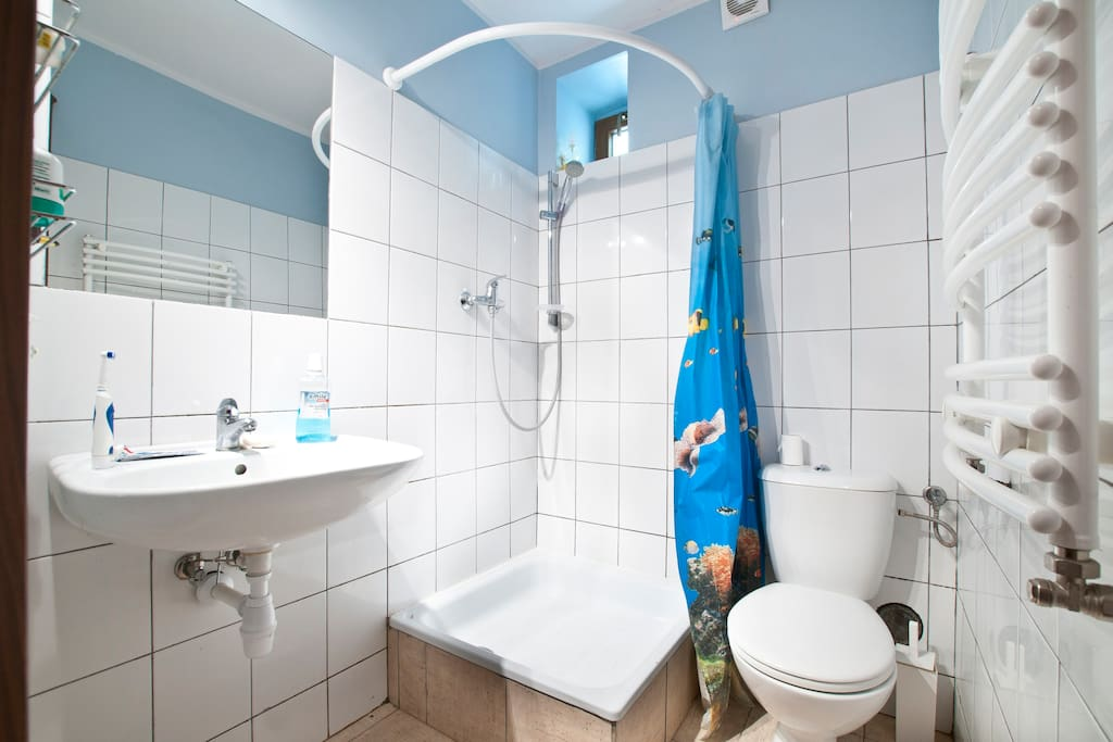 Modern, comfortable bathroom. Take a relaxing shower after spending a day shopping.