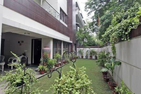 Mezzanine - New Delhi