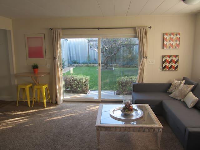 Charming Beach Cottage - San Diego - House