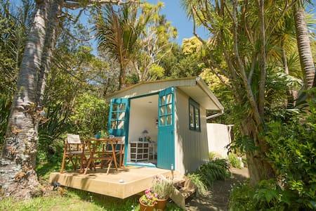 Piha Beach Hut - Piha - Cottage