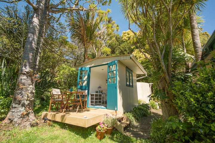 Piha Beach Hut