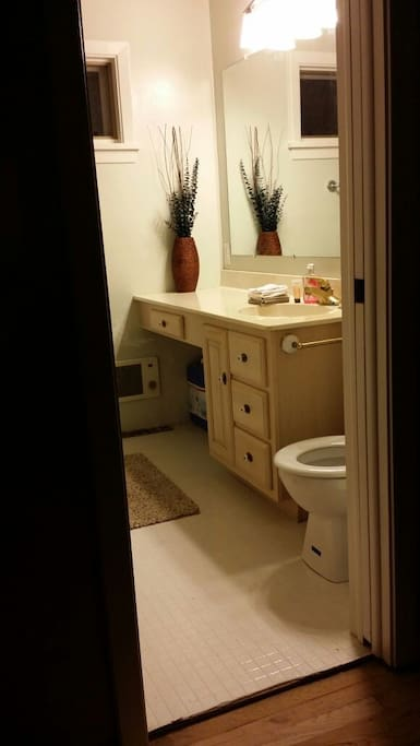 Walk right into your private bath-tub ensuite.