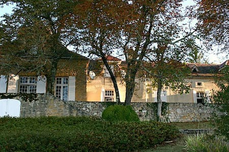 Elegant Villa with Pool, Edge of Dordogne Village - Monpazier