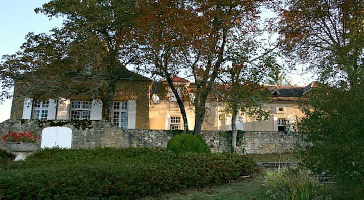 Great Dordogne Villa: Pool, Views, Classic Village