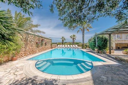 Six bedroom house with large pool - Xagħra