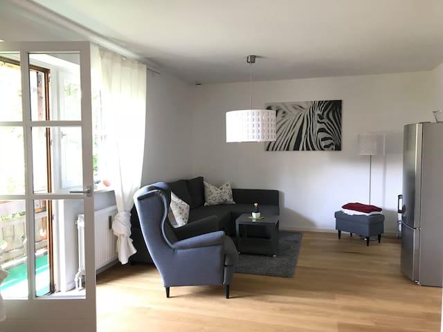 Helle Wohnung mit großem Balkon und Sauna in Prien