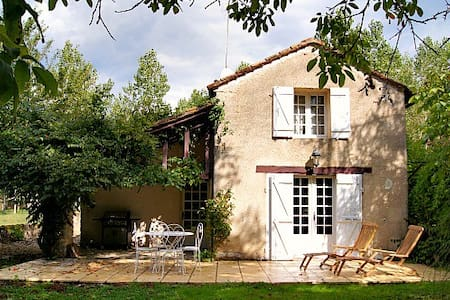 Cosy Cottage for Couples, edge of Ancient Village - Monpazier - House